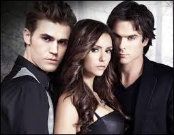 Quel frère Salvatore Elena a-t-elle rencontré en premier ?