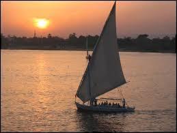 Ce pays se situe au Maghreb, il est connu pour ses pyramides et sa capitale est Le Caire.
