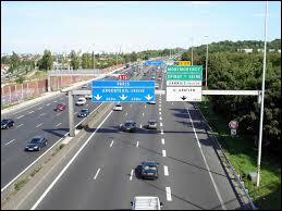 D'après le Code de la route, quelle est la vitesse maximale autorisée sur une autoroute par beau temps ?
