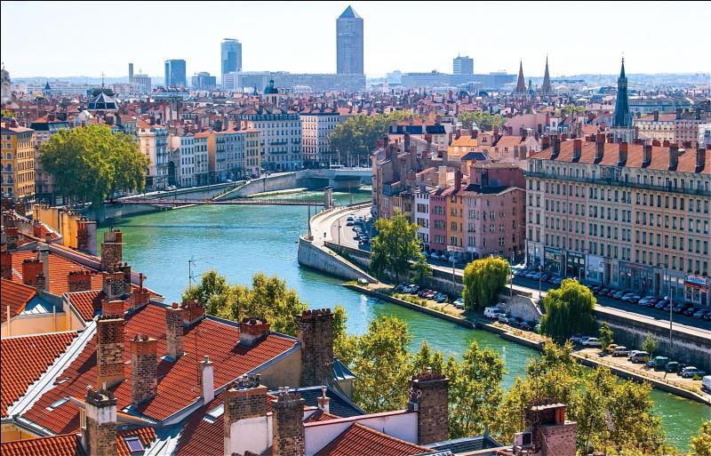 Y a-t-il le nom d'un animal derrière cette grande ville située dans le sud-est de la France ?