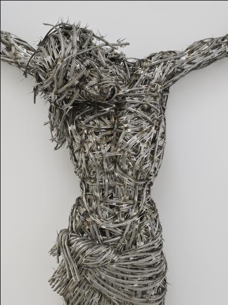 Honnie par les uns, encensée par les autres, vous pouvez admirer cette œuvre au centre Pompidou à Paris. Quel artiste plasticien franco-algérien en est l'auteur ?