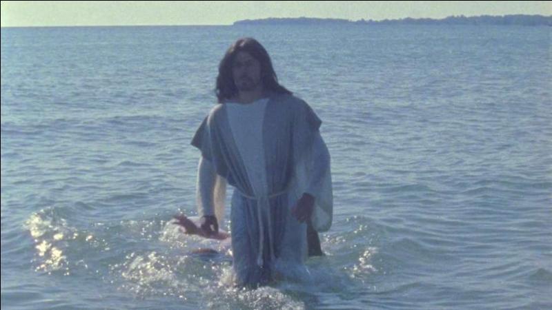 Qui le baptisa dans le fleuve Jourdain ?