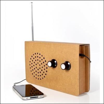 """Quel humoriste a parodié le jeu radiophonique de """"La valise RTL"""" en caricaturant Fabrice qui appelle Madame Chombier pour lui demander le montant de la valise ?"""