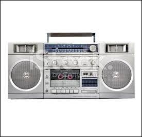 """En 2004, il a fait le plus long """"morning"""" du monde en restant 35 heures à l'antenne ! Il a oeuvré sur Fun Radio, Skyrock, NRJ, Europe 2, re-Fun Radio, Virgin Radio, RTL et de nouveau NRJ où il est suivi par 1 million d'auditeurs au quotidien ! Qui est cet animateur ?"""