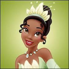 Je suis Afro-Américaine, ma robe est de couleur verte, je vis à la Nouvelle-Orléans et je suis serveuse. Qui suis-je ?