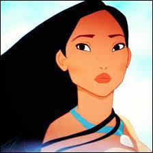 Je suis Amérindienne, ma robe est de couleur beige, je suis amoureuse d'un Anglais et je porte un collier qui appartenait à ma mère. Qui suis-je ?