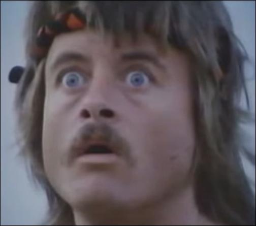 """Mike est le méchant du film """"Hitman le cobra"""". Quelle réplique culte de Mike a propulsé ce film au rang de navet ?"""