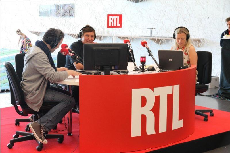 """""""C'est mon dernier mot, Jean-Pierre."""" ! Célèbre phrase adressée à l'animateur d'un jeu télévisé non moins célèbre ! Qui fut le premier présentateur de """"La Bonne Touche"""" sur RTL, en 2006 ?"""