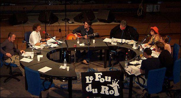 """Qui, entouré de ses """"bouffons"""", a présenté """"Le Fou du roi"""" sur France Inter, de 2000 à 2011 ?"""