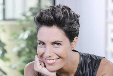 """Élue """"femme la plus craquante de la télé"""" en 2011, cette animatrice a passé de bons moments avec les auditeurs d'Europe 1 grâce à l'émission """"Petits dimanches entre amis""""."""