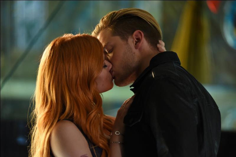 Dans quel épisode Jace et Clary s'embrassent-ils ?