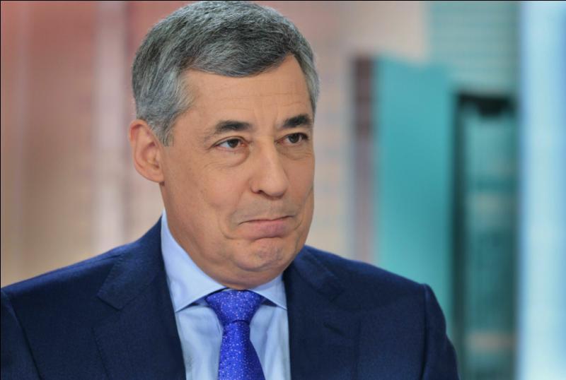 """Lors d'un débat sur BFMTV, Henri Guaino a déclaré : """"S'il n'avait pas été là, il n'y aurait plus de démocratie en France, en Europe et dans le monde"""". Mais qui est ce sauveur ?"""