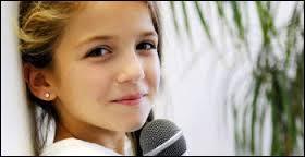 """Et enfin, le meilleur pour la fin, si j'ose dire ! Cette fillette est souvent considérée comme la plus belle voix et a même été appelée """"l'enfant prodige"""" sur M6, contrairement aux autres. Qui est donc cette demoiselle à la voix puissante ?"""