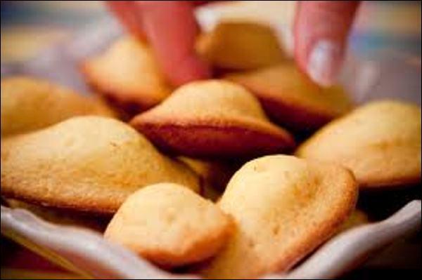 Quel prénom désigne un petit gâteau sucré à pâte molle, de forme ovale, au-dessus renflé ?