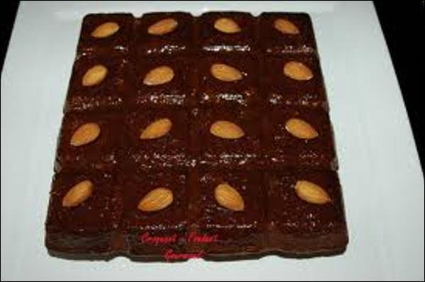 Quel prénom désigne un gâteau au chocolat noir nappé de marmelade d'abricots et parsemé d'amandes effilées ?