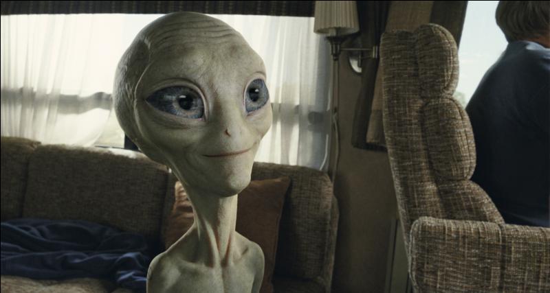 Il est au téléphone avec son frère Paul. En quelle année a-t-on pu découvrir cet alien sur nos écrans ?