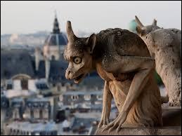 Connu(e) pour siéger sur les églises, je suis fait(e) de pierres et j'ai une apparence de démon. Qui suis-je ?