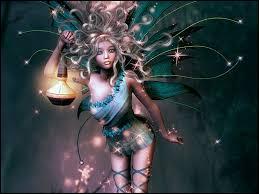 Je suis connu(e) pour avoir des ailes, être de petite taille et avoir des pouvoirs magiques. Qui suis-je ?