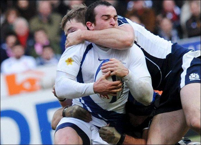 Dans le jargon du rugby, comment appelle-t-on un placage dangereux effectué au niveau du cou ou du visage ?