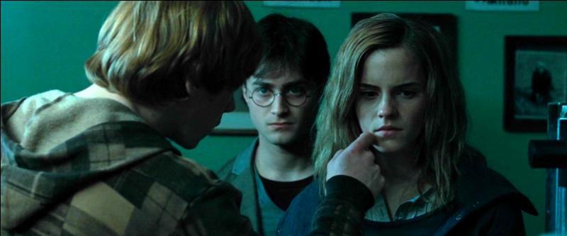 Comme Hermione n'avait d'yeux que pour Harry, Ronald décida de lui ____ un élixir qui la forcerait à orienter son regard dans la bonne direction…