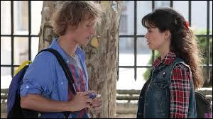 Après les vacances, Clem et Julien discutent. Julien dit à Clem qu'il vient de rencontrer une fille. Clem, pour le rendre jaloux, dit qu'elle a rencontré quelqu'un, elle aussi, alors que c'est faux. Comment le nomme-t-elle ?