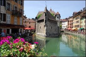 La Haute-Savoie et la Drôme. Quelle est la somme de leurs numéros ?