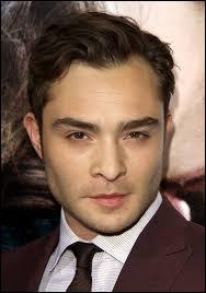 Dans la série Chuck apparaît comme étant amoureux et ayant des sentiments pour Blair, alors que dans le livre, il est montré comme un garçon...