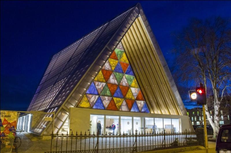 Quelle est la particularité de cette église de Christchurch, en Nouvelle-Zélande ?