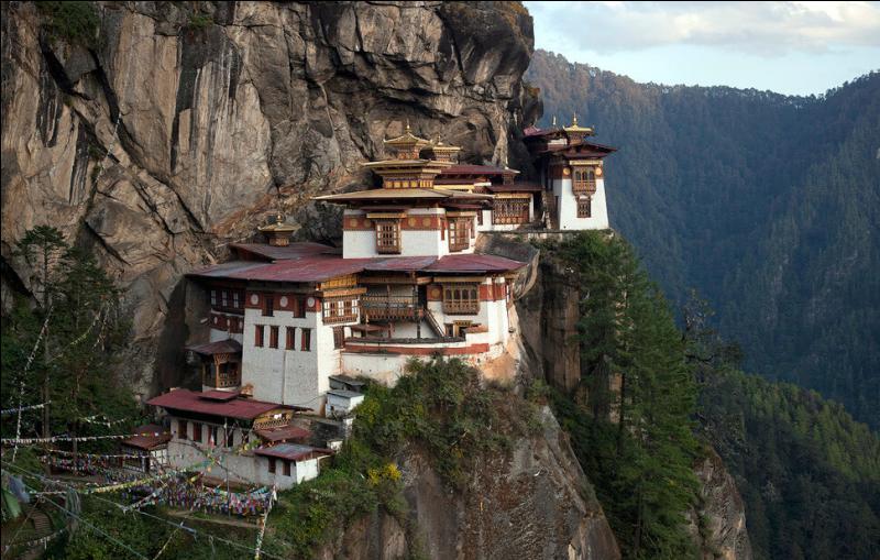Ce monastère du Bhoutan, à Taktschang, a quelque chose de particulier. Quoi donc au juste ?