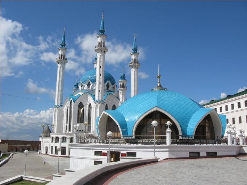 La mosquée de Qolsharif fut longtemps la plus grande après celle d'Istanbul. Où la trouve-t-on ?