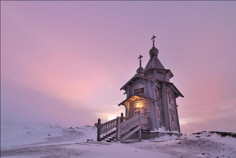 Cette église se trouve dans un endroit du globe qui n'en comporte que 6 autres. Lequel ?