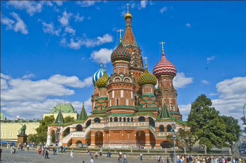 Quel tsar a ordonné les travaux de Basile-le-Bienheureux, à Moscou ?
