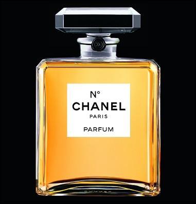 Quel chiffre a été effacé sur l'étiquette de ce parfum ?