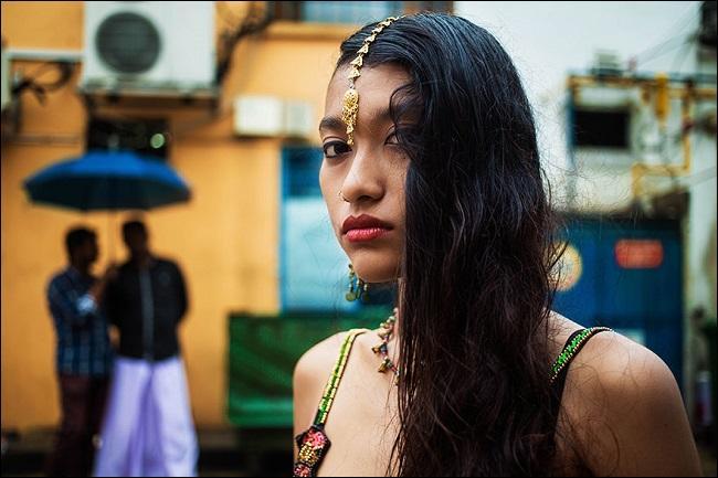 Comme la chanteuse Anggun « La grâce créée dans un rêve », cette jeune fille vient de la même ville. Laquelle ?