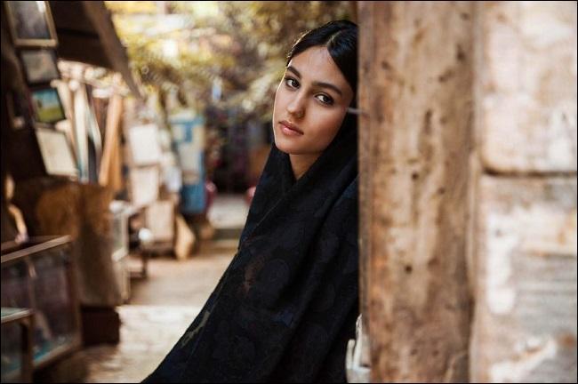 Au XIIe siècle déjà, le poète Omar Khayyām avait loué la douceur du vin comme l'enivrante beauté des femmes de cette ville d'Iran. Laquelle ?