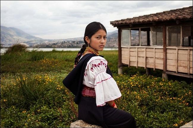 Grâce à leur artisanat et au tourisme, les Otavaleños sont parvenus à inverser la hiérarchie coloniale. Dans quel pays ?