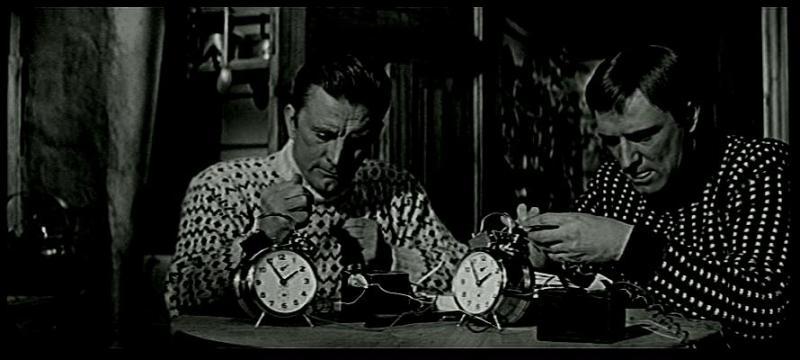 """Dans le film """"Les Héros de Télémark"""", par quel moyen le microfilm parvient-il à Richard Harris qui le donne à Kirk Douglas ?"""
