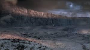 Combien de forteresses la Garde de Nuit occupe-t-elle pour surveiller le Mur ?