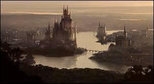 Quel roi Targaryen établit Port Real comme capitale du Royaume des sept couronnes ?