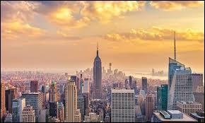 """On trouve cette ville aux États-Unis, près de la côte. Elle est constituée de cinq arrondissements ou """"boroughs"""" : le Bronx, Brooklyn, Queens, Manhattan et Staten Island. Vous vous trouvez donc à :"""