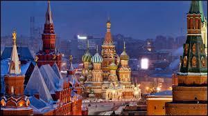 Voici la plus grande de toutes les villes de notre Europe actuelle, puisqu'elle a une aire de plus de 2500 km². Quel est ainsi le nom de cette ville située en Russie ?