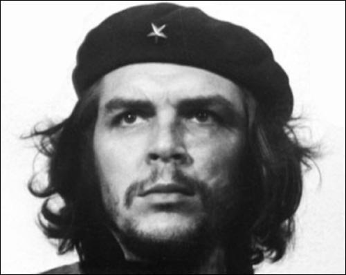 Ce révolutionnaire ne pouvait pas s'empêcher de placer son nom dans toutes ses phrases. Que disait-il à la fin des repas ?