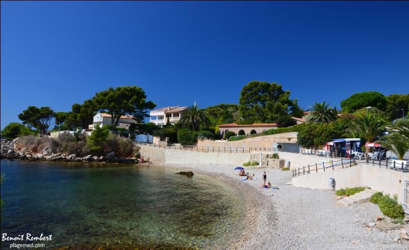Je vous présente ma petite plage de galets préférée, au milieu des calanques. Certes, elle n'est pas célèbre, mais elle porte presque le nom de la favorite de Louis XV :