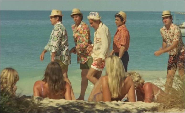 Enfin, Mesdames, quel sport de plage va fortifier les abdominaux de vos maris ?