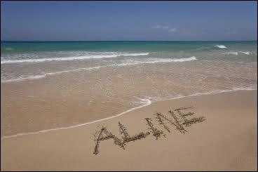 """Qui chantait """" Son doux visage qui me souriait, puis il a plu sur cette plage, dans cet orage, elle a disparu..."""" ?"""