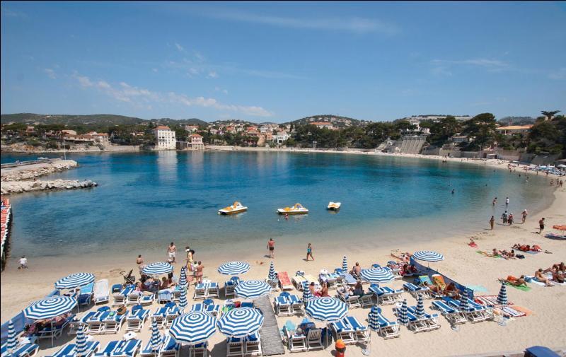 Dans quelle plage horaire le soleil tape-t-il le plus fort sur les plages en été ?