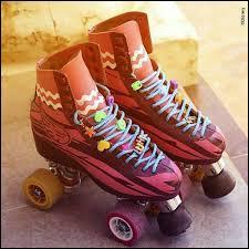 Et pour finir, à qui appartiennent ces patins colorés ?