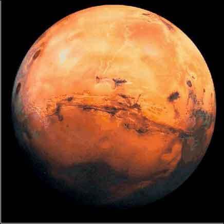 Nommée d'après le dieu romain de la guerre en raison de ma couleur rouge, je fais partie des planètes telluriques et possède deux satellites naturels : Deimos et Phobos. Je suis...