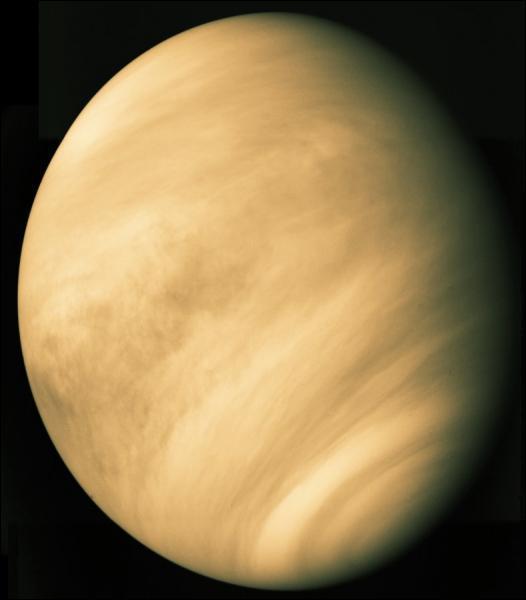 Nom provenant probablement du fait que je suis la planète la plus brillante de la voûte céleste, je suis une planète dite 'intérieure' et ma taille est comparable à celle de la Terre. Je suis...