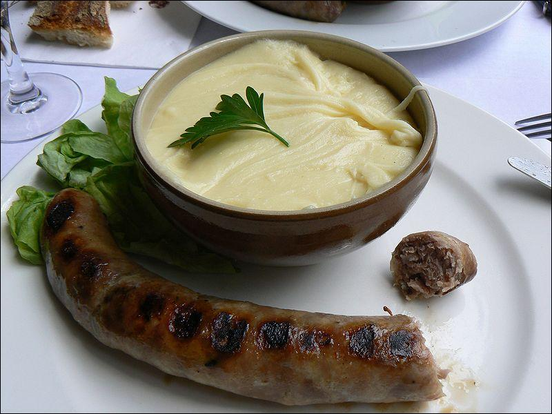 L'aligot est un plat originaire de l'Aubrac. De quoi est-il composé ?